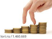 Купить «Рука, шагающая вниз по монетам. Концепция финансового кризиса.», фото № 1460669, снято 27 января 2010 г. (c) Евгений Дубинчук / Фотобанк Лори