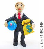 """Купить «""""Люди и деньги"""". Человек с  глобусом и мешком долларов в руках», эксклюзивное фото № 1462149, снято 8 февраля 2010 г. (c) Юрий Морозов / Фотобанк Лори"""