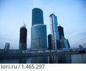 Купить «Небоскребы на фоне вечернего неба на берегу Москвы-реки», фото № 1465297, снято 28 марта 2009 г. (c) Max Toporsky / Фотобанк Лори
