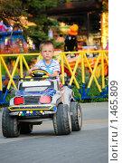 Купить «Мальчик едет на электрической машине», фото № 1465809, снято 16 августа 2009 г. (c) Арестов Андрей Павлович / Фотобанк Лори