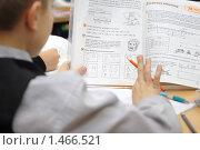 Купить «Ребенок смотрит в учебник математики», эксклюзивное фото № 1466521, снято 11 февраля 2010 г. (c) Вячеслав Палес / Фотобанк Лори