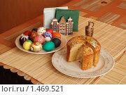 Пасхальный натюрморт с куличом и расписными яйцами. Стоковое фото, фотограф Валерий Шевцов / Фотобанк Лори