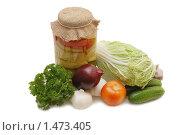 Купить «Свежие овощи и банка с заготовками», фото № 1473405, снято 23 октября 2009 г. (c) Воронин Владимир Сергеевич / Фотобанк Лори