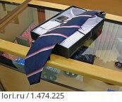 Купить «Магазин мужской одежды», эксклюзивное фото № 1474225, снято 26 августа 2009 г. (c) lana1501 / Фотобанк Лори