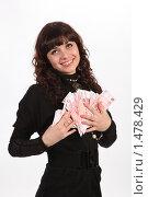 Купить «Девушка и деньги», фото № 1478429, снято 3 января 2010 г. (c) Евгений Батраков / Фотобанк Лори