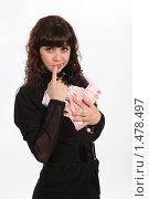 Купить «Девушка и деньги», фото № 1478497, снято 3 января 2010 г. (c) Евгений Батраков / Фотобанк Лори