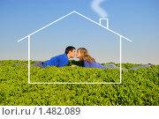 Парень и девушка лежат в траве, целуются и мечтают о доме, фото № 1482089, снято 12 апреля 2009 г. (c) Арестов Андрей Павлович / Фотобанк Лори