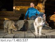 Купить «Женщина и ее кошки», фото № 1483537, снято 2 мая 2009 г. (c) Фурсов Алексей / Фотобанк Лори