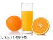 Купить «Стакан сока и апельсин», фото № 1489745, снято 21 января 2010 г. (c) Ярослав Данильченко / Фотобанк Лори