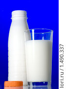 Купить «Молоко», фото № 1490337, снято 5 ноября 2009 г. (c) Ярослав Данильченко / Фотобанк Лори