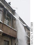 Купить «Очистка крыши от снега, снегопад», фото № 1497569, снято 7 июля 2008 г. (c) Александр Курлович / Фотобанк Лори