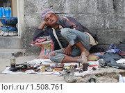 Спящий чистильщик обуви (2009 год). Редакционное фото, фотограф Дмитрий Ващенко / Фотобанк Лори