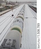 Купить «Железнодорожные цистерны. Фрагмент», эксклюзивное фото № 1508789, снято 17 февраля 2010 г. (c) Алёшина Оксана / Фотобанк Лори