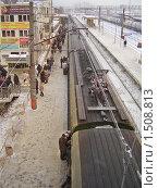 Купить «Люди на железнодорожной платформе», эксклюзивное фото № 1508813, снято 17 февраля 2010 г. (c) Алёшина Оксана / Фотобанк Лори