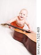 Ребенок с гитарой. Стоковое фото, фотограф Калинина Алиса / Фотобанк Лори