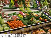 Овощная витрина  в магазине (2010 год). Редакционное фото, фотограф Николай Коржов / Фотобанк Лори