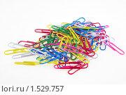 Купить «Канцелярские скрепки», фото № 1529757, снято 6 марта 2010 г. (c) Томилов Юрий Николаевич / Фотобанк Лори