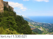 Вид на город Ялта со склона горы Ай-Петри (Крым) (2009 год). Стоковое фото, фотограф Юрий Брыкайло / Фотобанк Лори