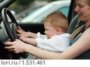 Мама с сыном за рулем автомобиля. Стоковое фото, фотограф Константин Сутягин / Фотобанк Лори