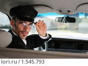 Портрет мужчины шофера в машине. Стоковое фото, фотограф Константин Сутягин / Фотобанк Лори