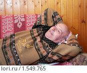 Купить «Дедушка отдыхает на диване», фото № 1549765, снято 7 марта 2010 г. (c) Глазков Владимир / Фотобанк Лори