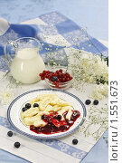 Купить «Ленивые вареники с вареньем и свежими ягодами», эксклюзивное фото № 1551673, снято 12 марта 2010 г. (c) Лисовская Наталья / Фотобанк Лори