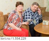 Купить «Пожилая пара получила деньги от своего сына», фото № 1554229, снято 15 марта 2010 г. (c) Типляшина Евгения / Фотобанк Лори