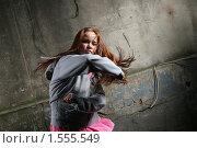 Агрессивная девушка-подросток. Стоковое фото, фотограф Константин Сутягин / Фотобанк Лори