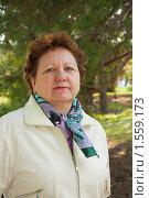 Портрет пожилой женщины в сосновом парке. Стоковое фото, фотограф Вдовенко Галина / Фотобанк Лори