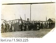 Купить «На первомайской демонстрации (60-е года)», фото № 1563225, снято 23 апреля 2019 г. (c) Евгений Батраков / Фотобанк Лори