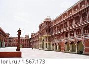 Купить «Дворец в индийском городе Джайпуре», эксклюзивное фото № 1567173, снято 10 апреля 2020 г. (c) Free Wind / Фотобанк Лори