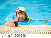 Купить «Девочка в бассейне», фото № 1569349, снято 21 июня 2009 г. (c) Ольга Сапегина / Фотобанк Лори