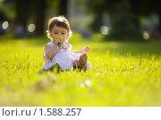 Купить «Маленькая девочка в парке», фото № 1588257, снято 11 июля 2009 г. (c) Ольга Сапегина / Фотобанк Лори