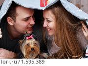 Счастливая пара и домашний любимец. Стоковое фото, фотограф Андрей Аркуша / Фотобанк Лори