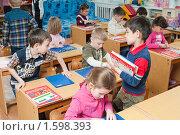 Купить «Дети в детском саду на занятиях - изучают буквы, звуки - готовятся к школе», фото № 1598393, снято 24 марта 2010 г. (c) Федор Королевский / Фотобанк Лори