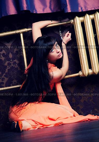 Привязанная молодая девушка фото 687-751