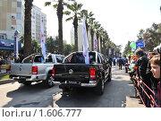 Купить «Жители Сочи встречают Олимпийский и Паралимпийский флаги в Сочи 26 марта 2010 года», фото № 1606777, снято 26 марта 2010 г. (c) Константин Бредников / Фотобанк Лори