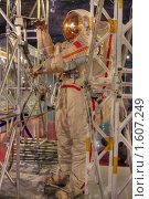 Купить «Космонавт работает в открытом космосе», фото № 1607249, снято 27 марта 2010 г. (c) Вадим Закревский / Фотобанк Лори