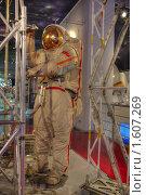 Купить «Космонавт работает в открытом космосе», фото № 1607269, снято 27 марта 2010 г. (c) Вадим Закревский / Фотобанк Лори