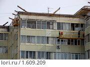 Купить «Капитальный ремонт фасада многоквартирного дома», фото № 1609209, снято 11 марта 2010 г. (c) Анна Мартынова / Фотобанк Лори