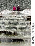 Бабушки на весенней улице (2009 год). Редакционное фото, фотограф Дмитрий Лемешко / Фотобанк Лори