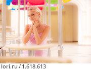 Купить «Девушка в розовом платье за столиком кафе», фото № 1618613, снято 1 августа 2009 г. (c) BestPhotoStudio / Фотобанк Лори