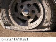 Спущенное колесо (2010 год). Редакционное фото, фотограф Сергей Лаврентьев / Фотобанк Лори