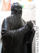 """Купить «Конфуций-древний мыслитель, философ. """"Этномир"""". Калужская область», эксклюзивное фото № 1625737, снято 11 апреля 2010 г. (c) stargal / Фотобанк Лори"""
