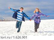 Купить «Молодые люди на фоне снега», фото № 1626901, снято 7 марта 2010 г. (c) Лукаш Дмитрий / Фотобанк Лори