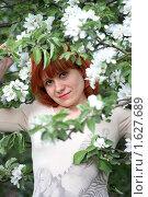 Девушка в яблочном цвету. Стоковое фото, фотограф Мельничук Александр / Фотобанк Лори