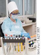 Купить «Лабораторный анализ крови», фото № 1627997, снято 6 апреля 2010 г. (c) Александр Подшивалов / Фотобанк Лори