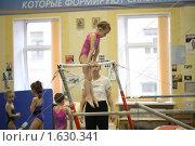Купить «Юная гимнастка - брусья», фото № 1630341, снято 14 апреля 2010 г. (c) Мишурова Виктория / Фотобанк Лори