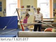 Купить «Юная гимнастка - брусья», фото № 1631017, снято 14 апреля 2010 г. (c) Мишурова Виктория / Фотобанк Лори