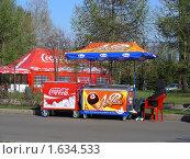 Купить «Уличная торговля мороженым на  Поклонной Горе в Парке Победы. Москва», эксклюзивное фото № 1634533, снято 1 мая 2009 г. (c) lana1501 / Фотобанк Лори